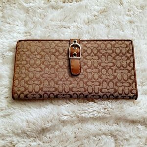 Coach | Classic Signature Checkbook Wallet | NWOT